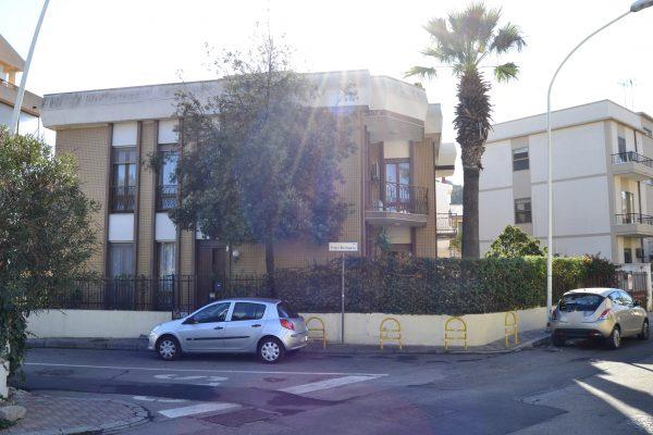 Genneruxi villa in bifamiliare trilivelli garage